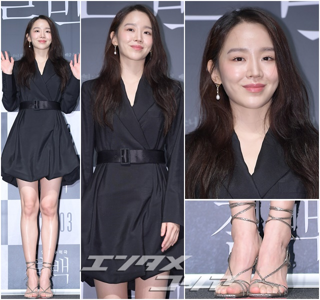How Shin Hye-sun, Hwang Seung-eon Get Different Looks in Same Strappy Sandals