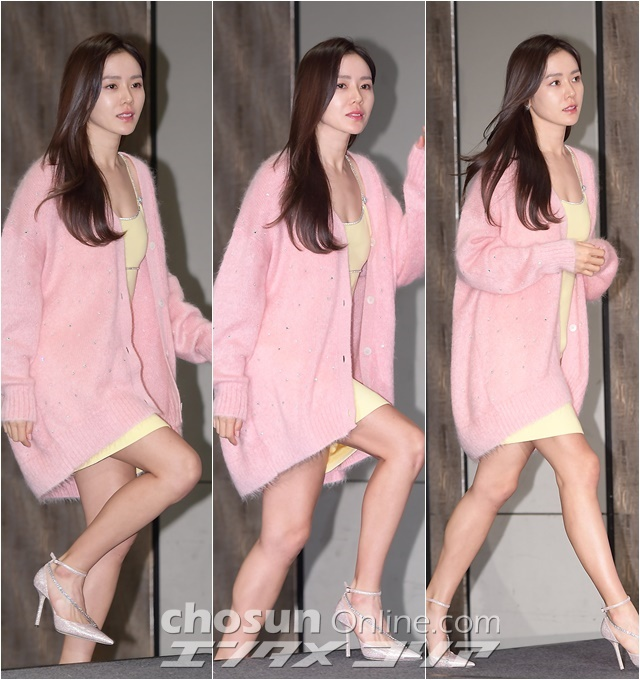 Actress Son Ye-jin Looks Innocent Yet Sexy in Light-Colored Outfit
