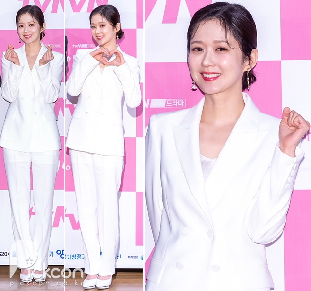 Actress Jang Na-ra Exudes Pure Elegance in All-White Suit