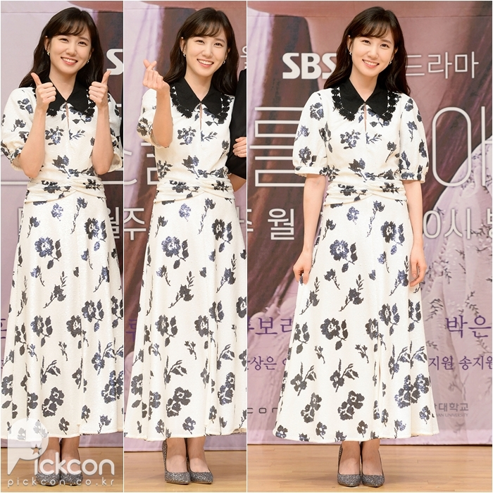 Actresses Lee Young-ae, Park Eun-bin Wear Same Dress to Very Different Effect