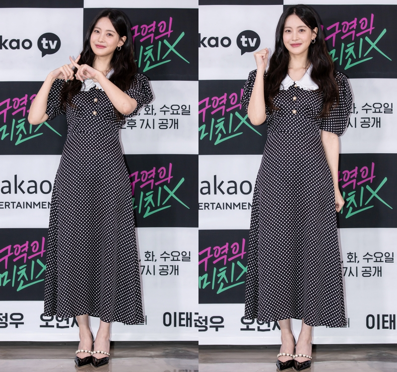 Actress Oh Yeon-seo Looks Adorable in Polka Dot Dress
